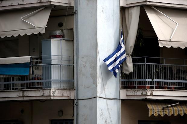 25η Μαρτίου; παραμονή; σημαίες; σπίτια; μπαλκόνια; εορτασμοί; Ελληνική Σημαία; Θεσσαλονίκη; 25th March; National Day; Greek flags; Thessaloniki; house; apartment; balcony